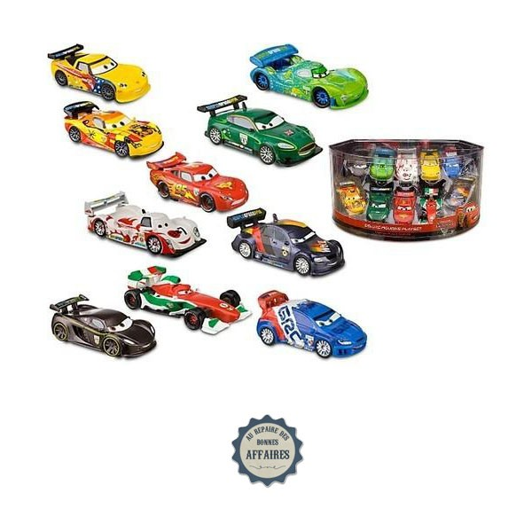 voitures de course cars 2 set figurines de luxe disney au repaire des bonnes affaires. Black Bedroom Furniture Sets. Home Design Ideas